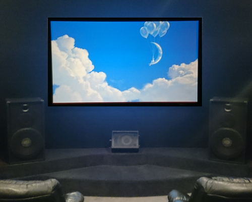 Home theater with large screen, howk mains speakers left and right and Dancer for center channel